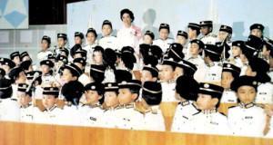 TUN Dr. Siti Hasmah Mohd. Ali ketika merasmikan persidangan Mini Parlimen yang pertama pada tahun 1983 yang berlangsung di Dewan Bandaraya Kuala Lumpur.