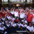 Presiden UMNO, Datuk Seri Najib Tun Abdul Razak (tengah) bergambar kenangan  bersama sukarelawan pada Pelancaran Jelajah Turun Padang Bantu UMNO & Penyampaian 13 UMNO Bahagian Wilayah Persekutuan serta 22 UMNO Selangor di Perkarangan Menara Dato' Onn, PWTC, Kuala Lumpur. foto NOOR ASREKUZAIREY SALIM, 31 MEI 2016